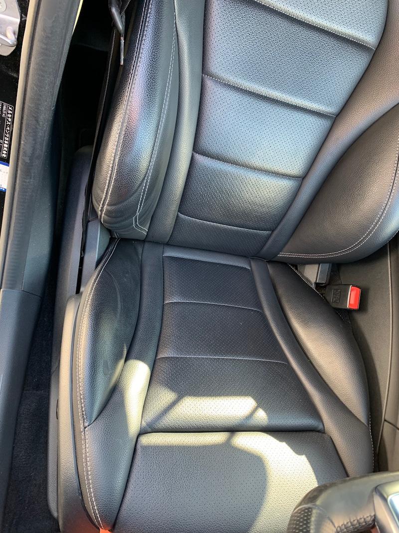メルセデスベンツC180のシート補修前