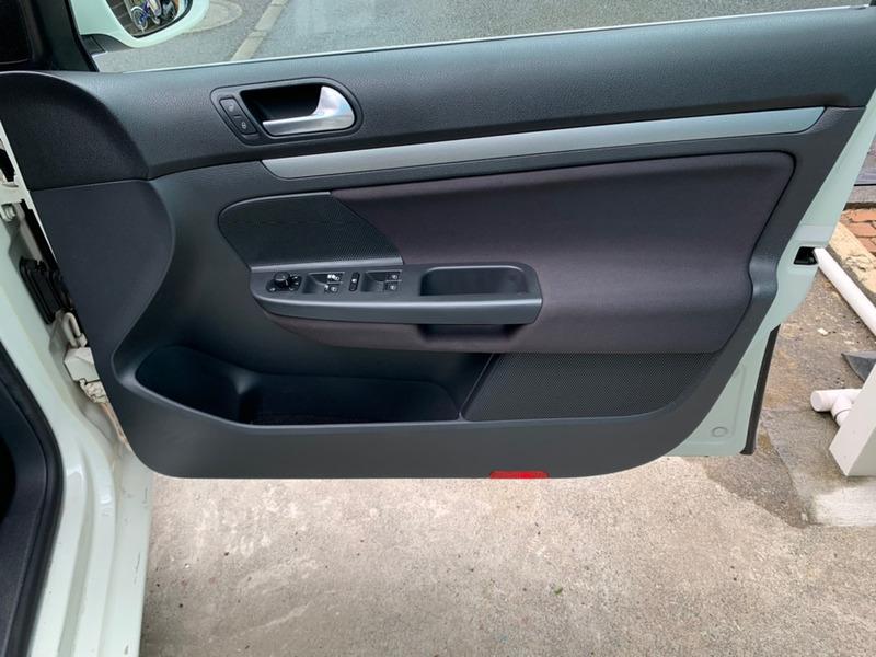 フォルクスワーゲンパサート 運転席側のトリム取り付け後