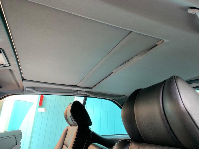 メルセデスベンツW 126SECの天井張り替え前
